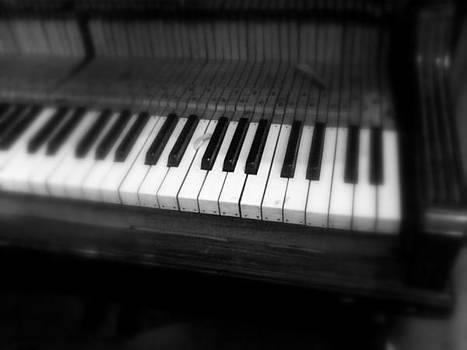 Old Piano by Salman Ravish