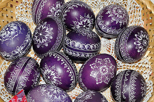 Painted scratched patterned eggs by Elek Gyorgy