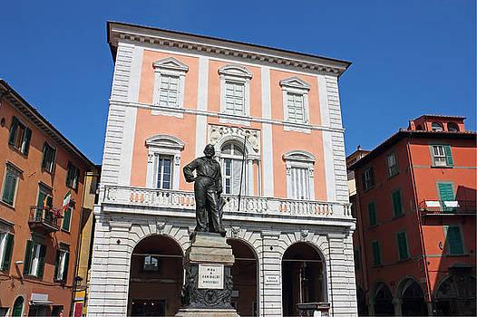 Piazza Garibaldi in Pisa by Kiril Stanchev
