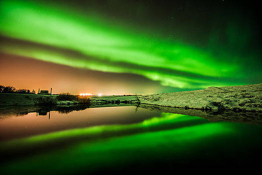 Reflection of power by Petur Mar Gunnarsson