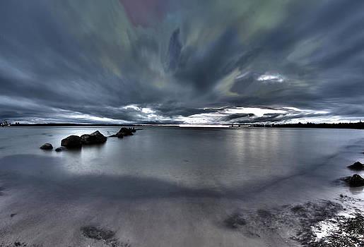 Sky reflects sea and sea reflects sky? by Taivo Soobard