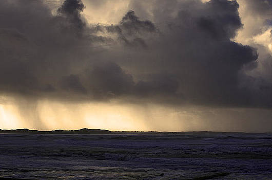 Storm Coming by Tony Reddington