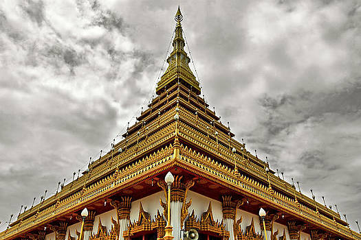 Triangle Pagoda by Suradej Chuephanich