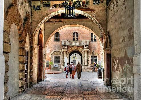 Walking in Verona by Ines Bolasini
