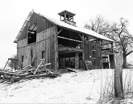 Weary Lewis Center Barn by David Yunker