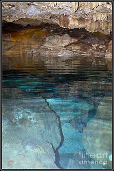 Azul Cristal by Agus Aldalur