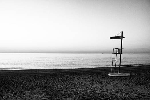 Lifeguard lookout by Goyo Ambrosio
