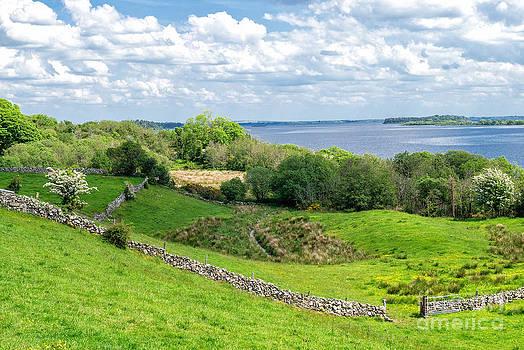 Loch Coirib by Juergen Klust