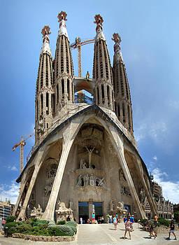 Sagrada Familia Cathedral by Viacheslav Savitskiy