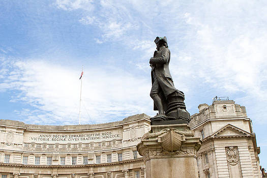 Fizzy Image - admiralty arch london with blue sky