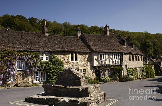 Castle Combe village by Premierlight Images