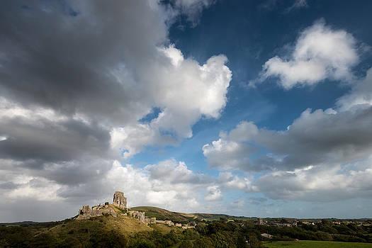 Cloudy day over Corfe Castle by Vinicios De Moura