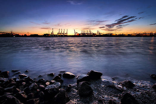 Evening at the port of Hamburg by Marc Huebner