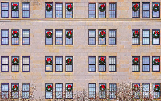 James BO  Insogna - Evergreen Christmas Wreaths