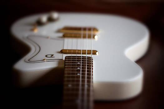 Karol Livote - Guitar Glance