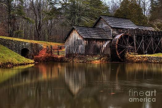 Mabry Mill by Robert Loe