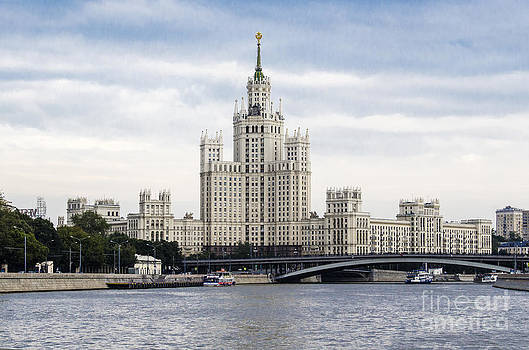 Pravine Chester - Moscow
