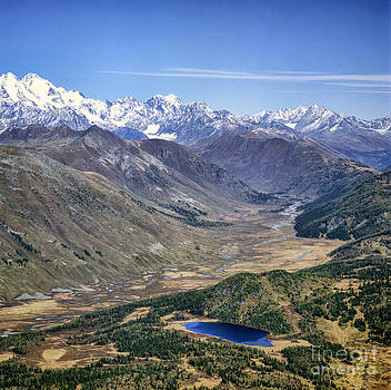 Mountains by Vladimir Sidoropolev