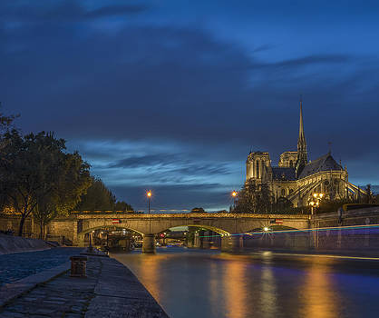 Vyacheslav Isaev - Notre Dame de Paris in the evening lights
