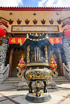 Jamie Pham - Thien Hau Temple a Taoist Temple in Chinatown of Los Angeles.
