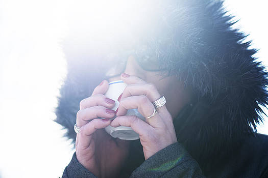 Newnow Photography By Vera Cepic - Woman in hooded jacket drinking hot coffee outdoors