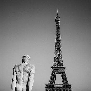 Paris and the eiffel tower by Gianfranco Evangelista
