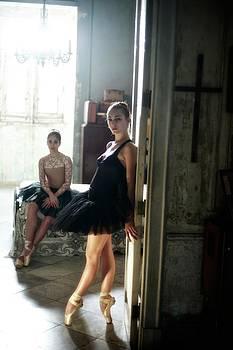 Ballerinas In Cuba by Kike Calvo