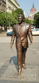 Gregory Dyer - Budapest Hungary - Ronald Reagan Statue