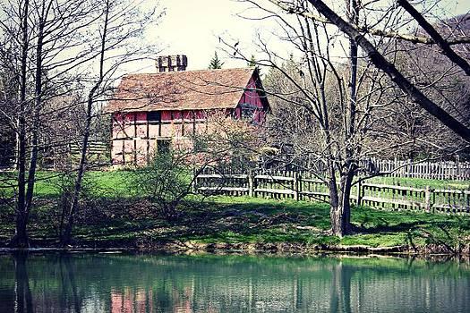 1600's English Home by Nicole  Lambert
