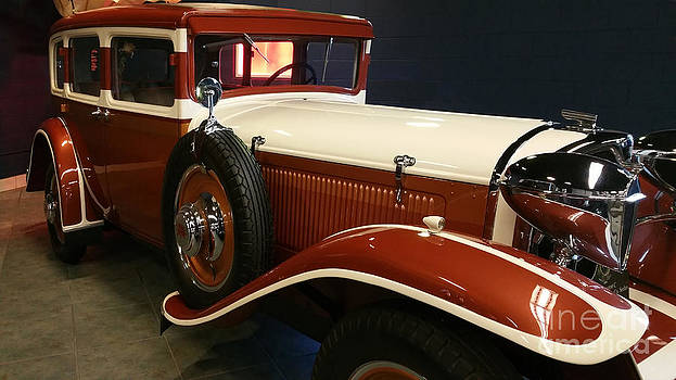 1929 Ruxton by Liane Wright