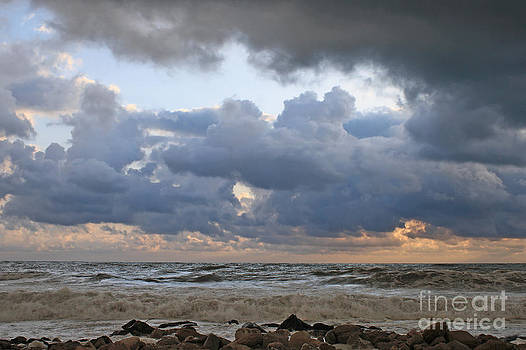 Beach. by Alexandr  Malyshev