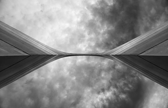 Gateway Arch by Tom Cuccio