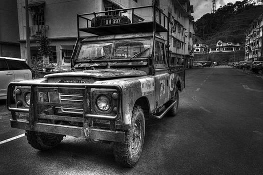 Land Rover by Mario Legaspi
