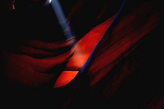 Light beam at Upper Antelope Canyon by Jetson Nguyen