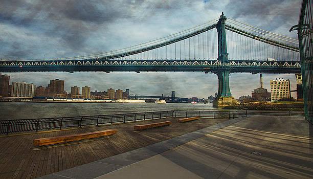 Manhattan Bridge by Esther Branderhorst