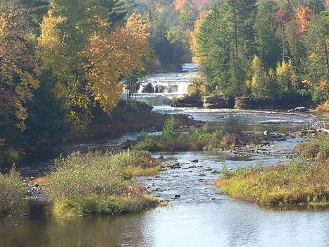 Tahquamenon Falls in the fall by Jeremy Gibson