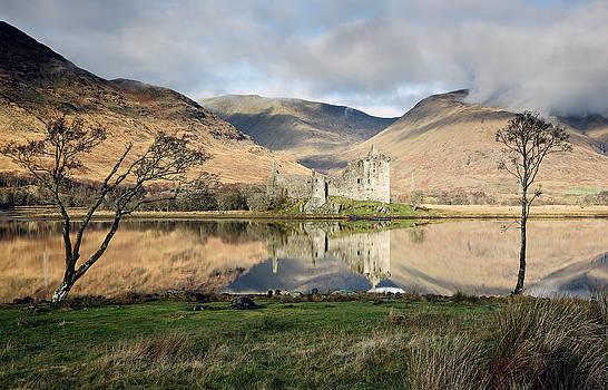 Kilchurn Castle by Grant Glendinning