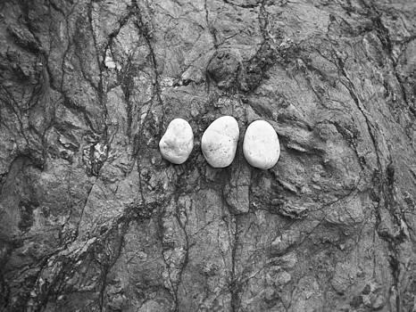 Steven Ralser - 3 rocks - Australia