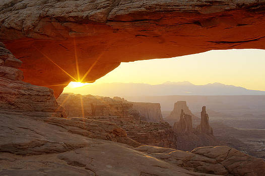 Mesa Arch by Tom Cuccio