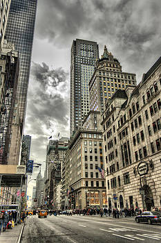 5th Avenue - New York by Pier Giorgio Mariani