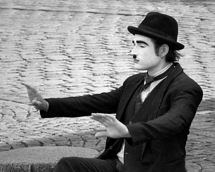 Nikolyn McDonald - 9 - Show Time - French Mime