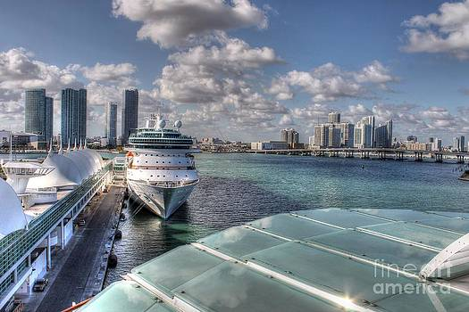 A cruise at Miami Port by Ines Bolasini
