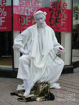 Joe Cashin - A Living statue