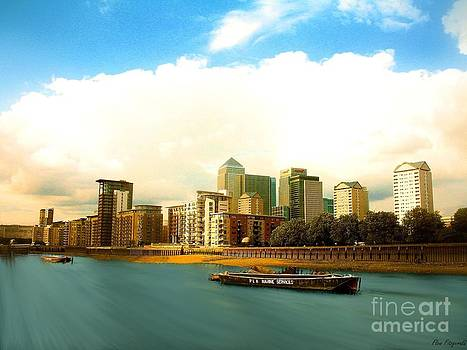 Flow Fitzgerald - A view over the river Thames of Canary Wharf London Docklands England