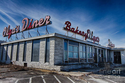 Abandoned diner by Robert Wirth