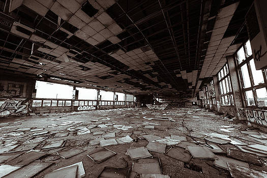 Abandoned factory by Pedro Nunez