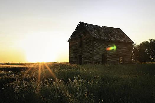 Abandoned Farm House by Azriel Knight
