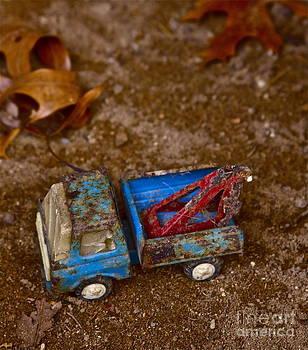 Abandoned truck by Xn Tyler