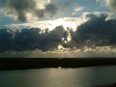Achter de wolken by Ton Bocxe