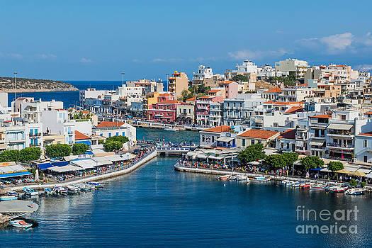 Agios Nikolaos Town by Luis Alvarenga